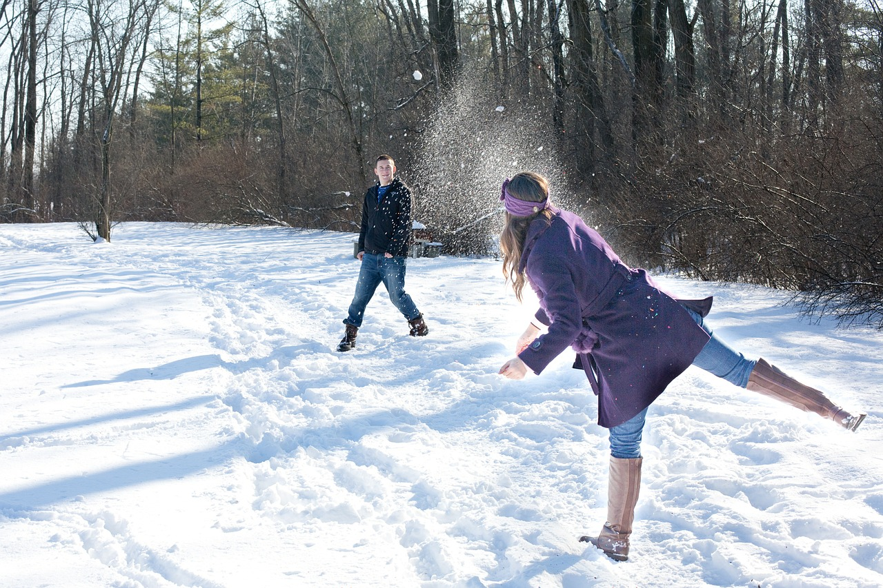 Double date ideas for the brutal winter: Couple snowball fights